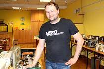 TAK s tímto diktafonem bychom se podle Petra Varadiho pěkně nadřeli, vážil několik kilogramů.