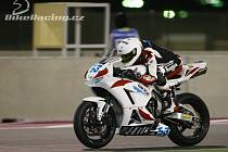 NA SNÍMKU na okruhu v katarském Doha jezdec jičínského týmu COM PLUS SMS RACING Valentin Debise.