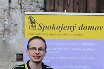 SPOKOJENÝ DOMOV měl letos desáté narozeniny. V současnosti má klienty i na Jičínsku. Petr Novák je v této společnosti pracovníkem, který se na starosti komunikaci s veřejností.