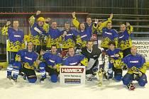 Velkou radost měli novopačtí hokejistí po finálovém utkání, v němž porazili Divou Báru.