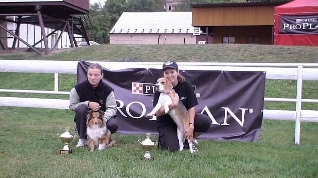 Petra Hamtilová a Lucie Dušková se svými psy na soutěži.