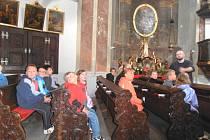 Běcharští žáci na exkurzi v kostele.