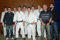 ÚSPĚŠNÝ TÝM SKP JUDO JIČÍN, na výborném výsledku se podíleli svými výkony jak borci, tak trenéři. Vlevo Luděk Vaníček, vpravo Milan Letošník.