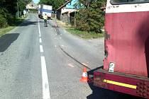 Zásah kopidlenských hasičů v Ledkově u střetu nákladního auta s drezínou.