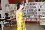 Ukázky odívání v movopacké knihovně.