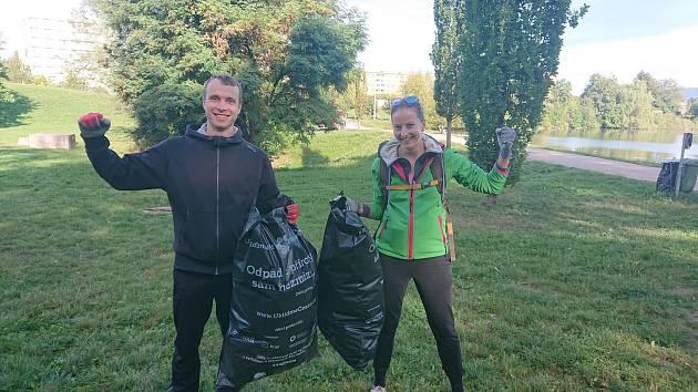 Přestože účastníků bylo letos málo, dokázali jsme sesbírat 11 pytlů odpadků. Uklidili jsme asi 165 kilogramů nepořádku z veřejných prostranství.