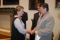 Oceněným pravidelně poděkují předseda okresní organizace František Vitoch a tajemník Václav Nidrle.