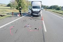 U Milovic narazil renault do autobusu.