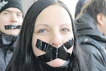 Protesty hořických gymnazistů proti zrušení školy.