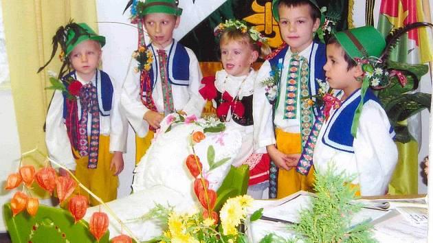 Dětský souboreček Sedmikrásky ze Třtěnice.