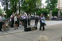 Koncert Turnovanky v jičínském parku.
