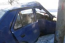 V úterý 6. ledna projížděl čtyřicetiletý řidič favoritem obcí Boháňka na Jičínsku. Vyjel mimo vozovku a narazil do betonového sloupu a oplocení. Utrpěl zranění, se kterým byl letecky transportován do hradecké nemocnice. Škoda činí 11 tisíc korun.
