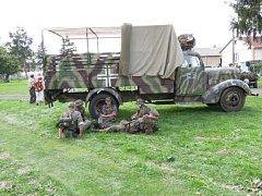 Před ukázkou bitvy v Budčevsi.