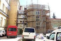 Oprava a přestavba budoy ZŠ na Husově ulici v Jičíně.