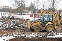 Stavební firma BAK opustila stavbu jičínského koupaliště.