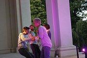 Divadelní inscenace Kde tančí vítr ukončila ProART festival v jičínské Valdštejnské lodžii.