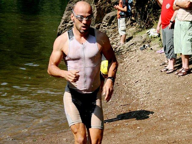 Z vody hned na kolo a potom ještě běh.