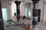 Původní pískovec zkrášlí nové atrium hořického muzea.