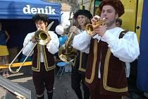 Sobotecký Den s Deníkem zpestřilo vystoupení trubačů.