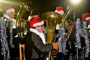 V Radimi už svítí vánoční strom