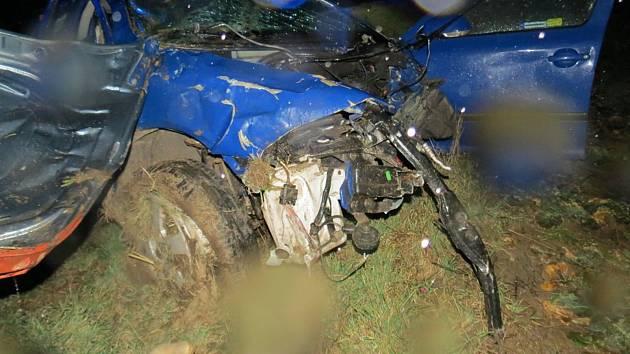 Po nárazu skončilo vozidlo v kotrmelcích.