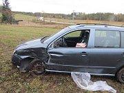 Opilá řidička skončila po nehodě v poli. Za nerozvážnost jí teď hrozí vězení.
