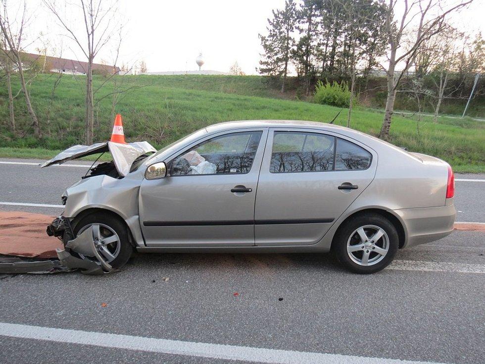 Dopravní nehoda osobního automobilu a pekárenské dodávky u Sobotky.