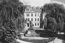 Obchodní akademie Hořice v roce 1956.