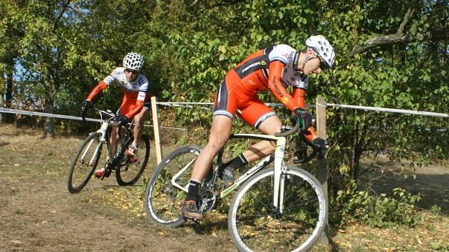 JIČÍNSKÝ biker Lukáš Kunt v závěsu za Filipem Eberlem. Celkově obsadil sedmé místo.