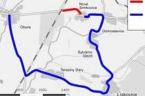 Opravená trasa silnice v Lískovicích (vyznačeno červeně), po modré trase vedla objížďka.