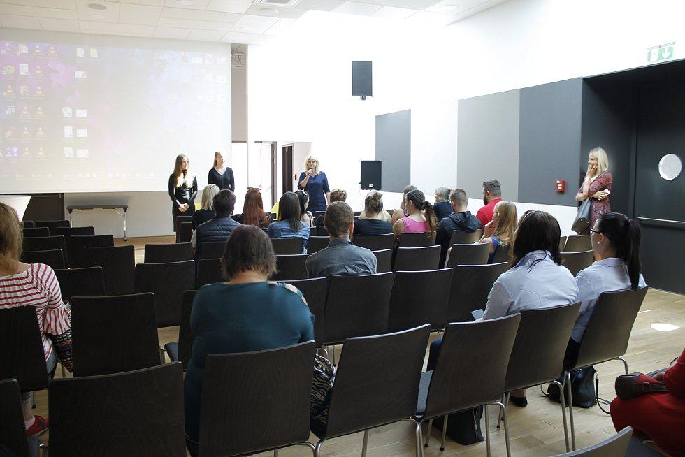 Na veletrhu práce se v Jičíně představili přední zaměstnavatelé regionu.