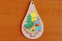 Amulet pro děti vyrobený valdickými vězni.