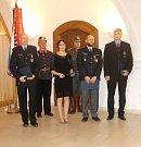 Na jičínském zámku převzali medaile policisté z okrsků Hořice, Jičín, Nová Paka, Sobotka a Kopidlno