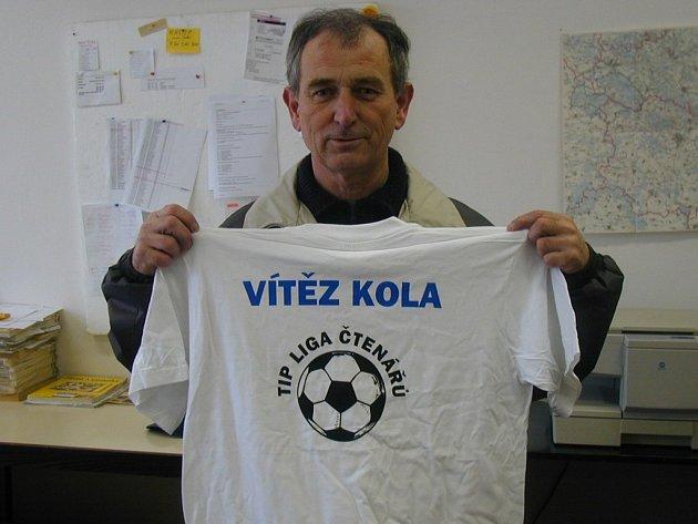 Vítěz 10. kola Ladislav Křivka z Jičína je jak výborným kuželkářem, tak i dobrým znalcem fotbalu. Vyšlo mu všech deset tipů.