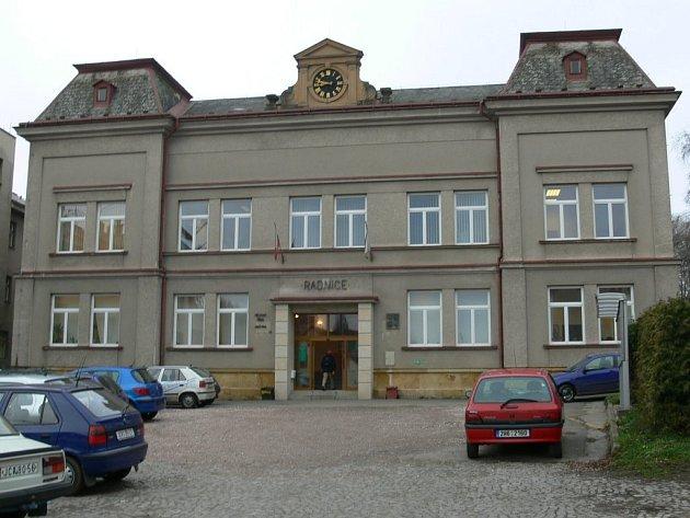 Budova městského úřadu v Nové Pace.