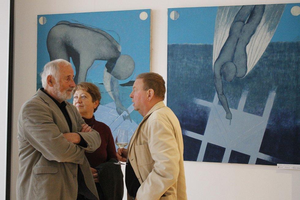 Originální díla si během vernisáže prohlédlo několik desítek návštěvníků.
