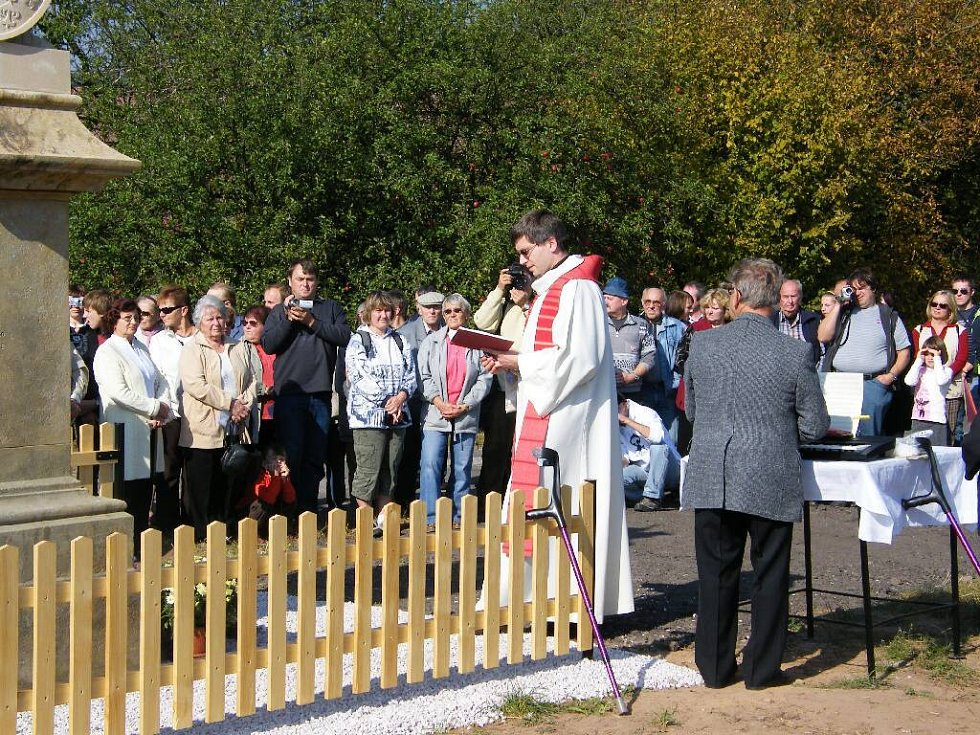 Ve Valdově slavnostně odhalili a vysvětili sochu sv. Václava.