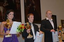 Nejúspěšnější trojice v kategorii mládeže do 19 let, zleva Renáta Kocourková (aerobic), uprostřed boxer Jakub Chval a vpravo jeho kolega Martin Křelina, který získal první místo.