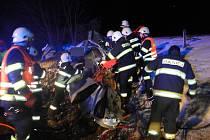 Střet osobního automobilu s kamionem u Semonic.