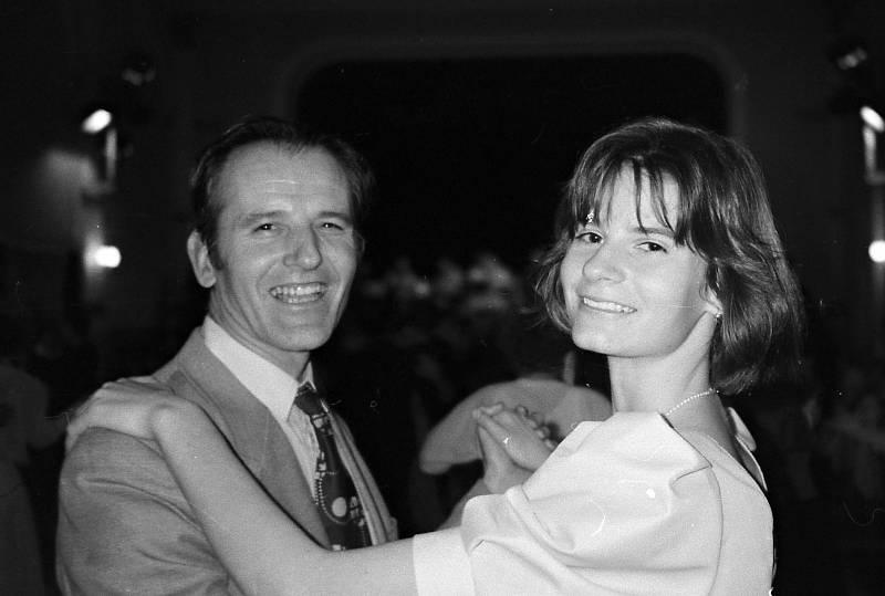 Taneční 1998 - volenka s otcem Čestmírem.