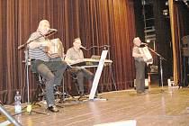 Veselá Trojka koncertovala ve Valdicích.