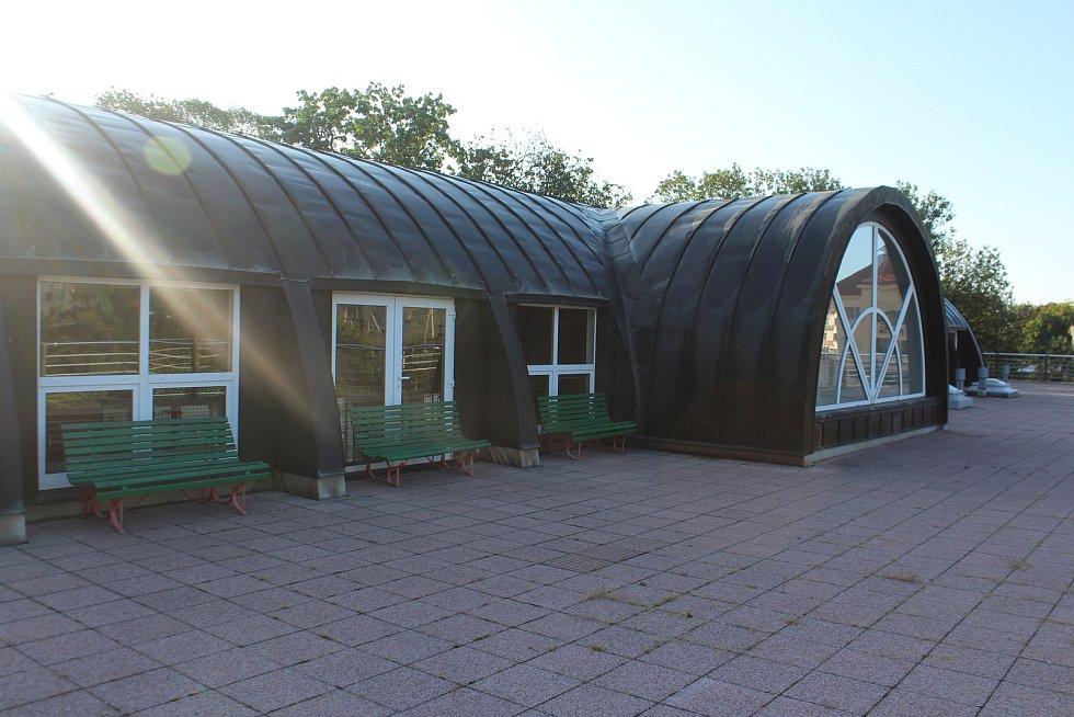 Na terase by mohla vzniknout například venkovní učebna nebo místo pro environmentální výchovu.