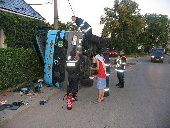 Dopravní nehoda v Chomuticích.