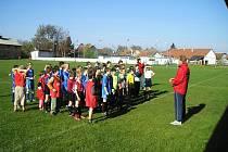 Slavnostní nástup hráčů v Chomuticích na okrkskové kolo turnaje McDonalds Cup.