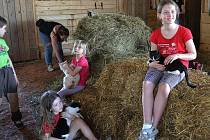 Mladí diabetici na koňské farmě Pfefrových.