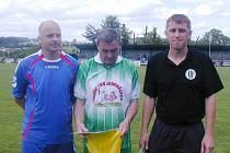 Trojice nejúspěšnějších v anketě Fotbalová jedenáctka století. Zleva Václav Rychtera (druhý), uprostřed vítěz František Trávníček a vpravo Radek Palm, kterému patří třetí místo.
