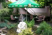 Vítězná zahradní restaurace hotelu Paříž.