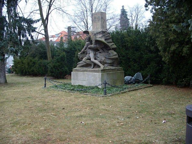 Vandaly zničený pomník Borovského.