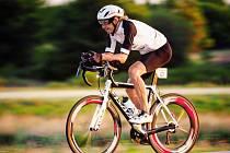 Amatérský cyklista Daniel Polman na závodě RAAM America 2019, blíží se k Apalačským horám.