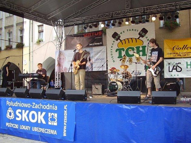 Skupina Hottentot při svém vystoupení v Polsku.